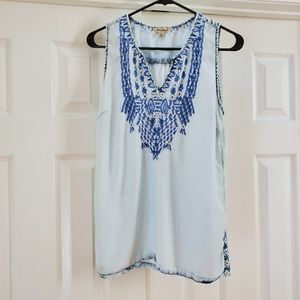 Lucky brand blue & white embroidered tank top